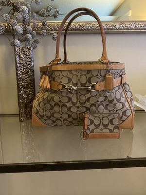 Large Signature Coach Purse & coin wallet ( open to negotiate ) for Sale in Redlands, CA