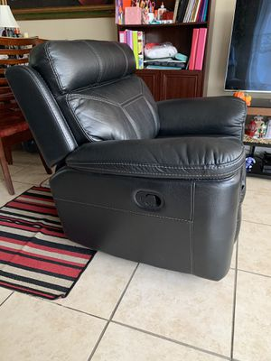 Reclinable Black Leather Sit for Sale in Hialeah, FL
