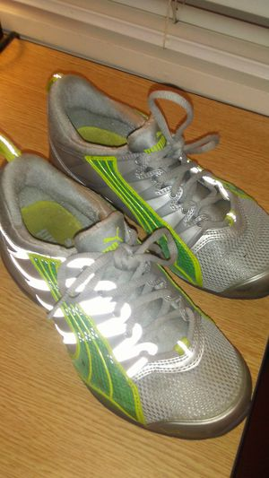 Women's puma running shoes size 6 for Sale in Seattle, WA