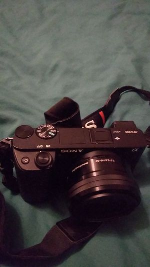 Sony a a6300 Mirrorless Camera: 16-50mm and Vivitar 52mm macro lens for Sale in Charlotte, NC