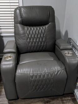 Bobs Furniture Movie Theatre Style Recliner for Sale in Westland,  MI
