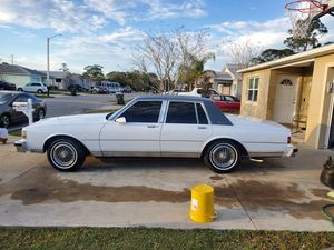 1989 Chevy caprice brougham for Sale in Holly Hill, FL