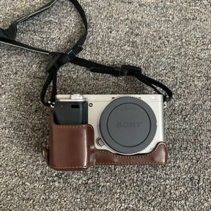 Sony A6000 (FREE LENS + ACCESORIES) for Sale in Los Angeles, CA