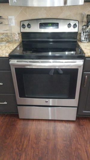 GE stove glass top is broken. for Sale in Zephyrhills, FL
