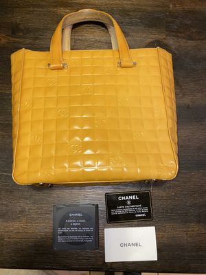 Authentic ❤️Chanel Enamel Leather Tote for Sale in Chula Vista, CA