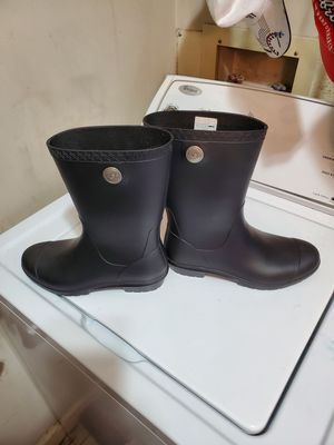 Ladies 7 rubber rain boots for Sale in Nashville, TN