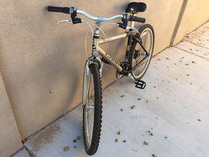 GIANT Ladies 21-speed mountain bike for Sale in Chandler, AZ