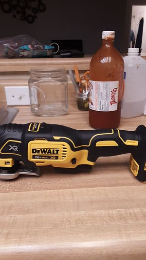 DeWalt 20-volt Max oscillating multi tool for Sale in Grover Beach, CA