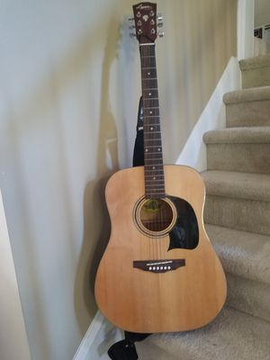 Washburn classical guitar w/ case for Sale in Atlanta, GA