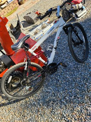 Genesis mountain bike, only used a few times and has been protected in my Garage. for Sale in Evergreen, CO