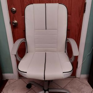 White Office Chair for Sale in Garden Grove, CA