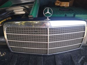 Mercedes Benz 560SEL Grille for Sale in Fresno, CA