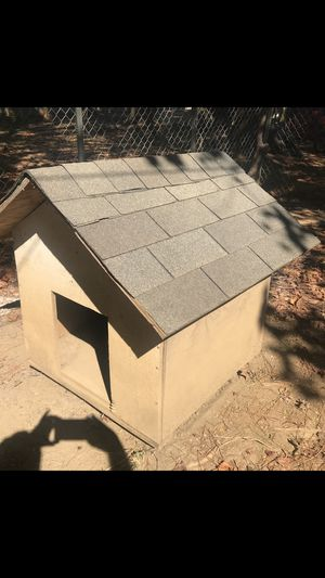 Dog house 2'wide 3' long 3' high for Sale in Clayton, NC