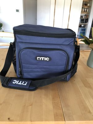 RTIC day cooler 28, dark blue. for Sale in Clovis, CA