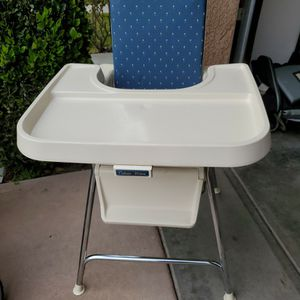 VINTAGE FISHER PRICE FOLDING HIGHCHAIR for Sale in Clovis, CA