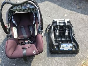 Baby trend infant car seat and base for Sale in Pilesgrove, NJ