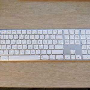 Apple Magic Keyboard 2 Like New! for Sale in Bellevue, WA