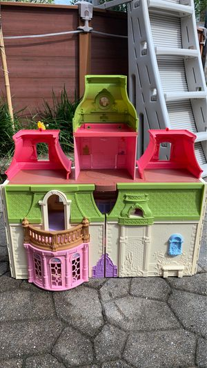 fisher price doll house for Sale in Trenton, NJ