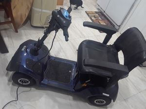 Electric 4 wheel scooter includes charger and battery for Sale in Hialeah, FL