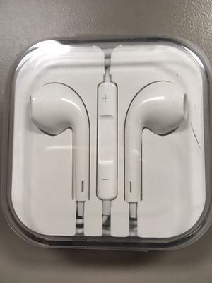 Earbuds (case has a minor crack) for Sale in Chandler, AZ