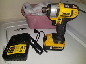 I have for sale this dewalt impact denim with 5 amp battery charger in perfect condition, only interested people, please. Precio firme 150 for Sale in Sudley Springs, VA