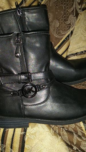 Michael Kors size 3 women boots for Sale in Hesperia, CA