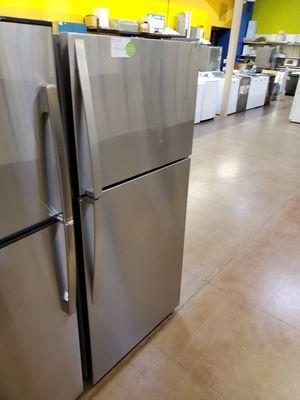 Whirlpool top freezer refrigerator for Sale in Walnut, CA