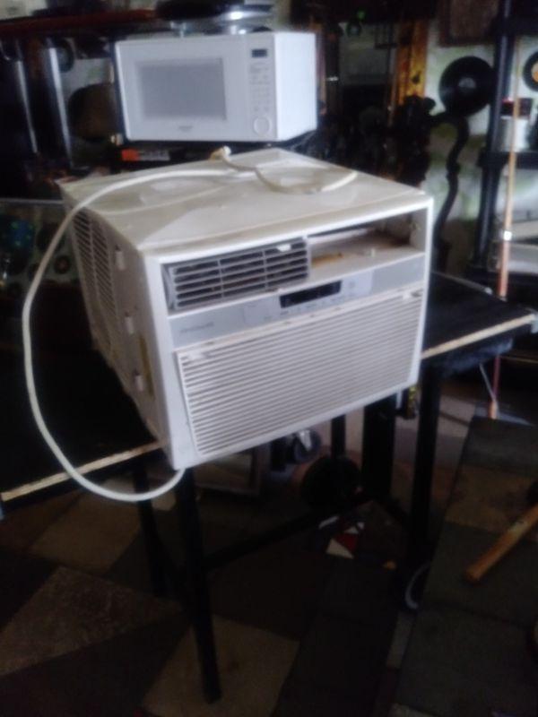 Frigidaire 12000 BTU AC unit