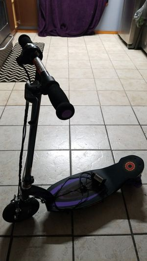 Electric razor scooter for Sale in Valparaiso, FL