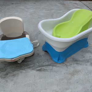 Baby Bath Tub And Booster Seat for Sale in Quincy, MA