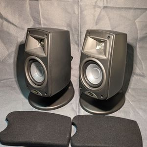 (2) Klipsch Quintet III Speakers QUIN3BK for Sale in Old Bridge Township, NJ