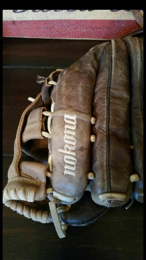 $125 RIGHT NOW! NOKONA X2 ELITE V1200 PERFECT NO FLAWS CONDITION fastpitch softball baseball glove mitt baseball bat little league fastpitch for Sale in Alta Loma, CA