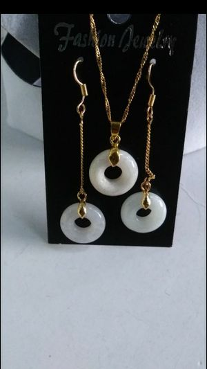 "Set genuine jade jadeist safety donut gold plated chain dangle earings 2.5"" for Sale in Richmond, CA"