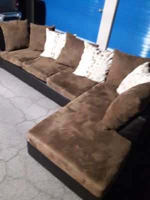 Comfortable sectional couch, Like new Condition for Sale in Glendale, AZ