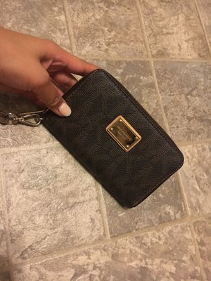 MICHAEL KORS WRISTLET for Sale in Daly City, CA