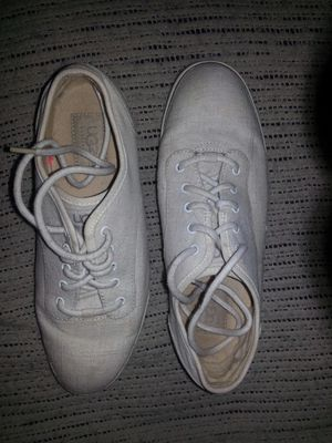 Like new UGGs Australia tennis shoes size 10 for Sale in Glen Burnie, MD