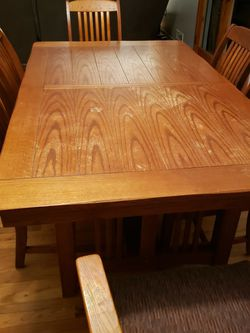 Hard Wood Dining Table for Sale in Cleveland,  OH