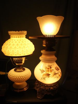 2**VINTAGE** BEAUTIFUL TABLE LAMPS. BOTHER ARE ANTIQUES AND VERY SAUGHT AFTER! THIS IS A STEAL. 2 FOR $75 or 1 FOR $40!!!! for Sale in Bakersfield, CA