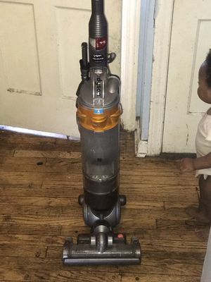 Dyson Skiny Vacuum for Sale in Shaker Heights, OH