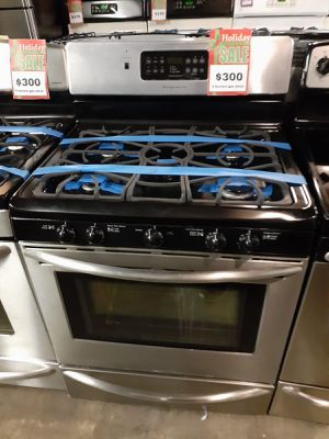 FRIGIDAIRE 5 Burnes gas stove stainless steel in excellent conditions with 4 months warranty for Sale in Baltimore, MD