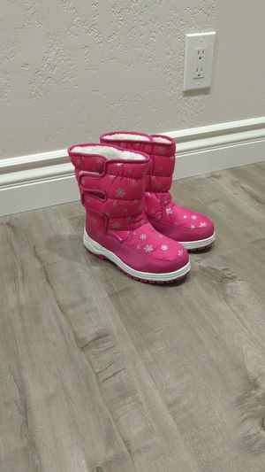 Snow boots for girl. Brand New. Size 4. for Sale in Citrus Heights, CA
