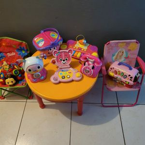 KIDS TABLE WITH BABY GIRL TOYS AND 2 BABY CHAIRS for Sale in Miami, FL