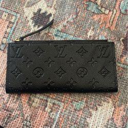 Black Louis vuitton Woman's wallet for Sale in Irvine,  CA