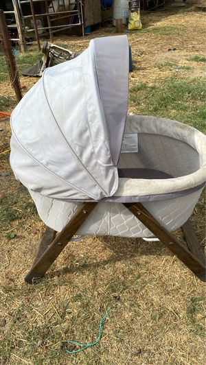 Free baby bassinet for Sale in Turlock, CA