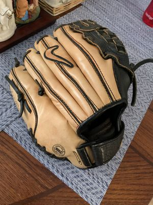 Nike Right Handed Baseball Glove for Sale in Hollywood, FL