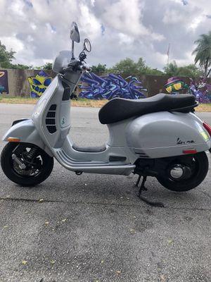 Vespa scooter gts 250cc. for Sale in Miami, FL