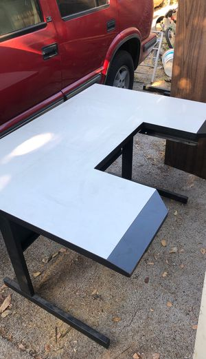 Computer desk for Sale in San Bernardino, CA