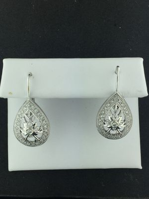 White Gold Earrings 14kt Tear Drop 4.5grams with Diamonds 💎 for Sale in South San Francisco, CA