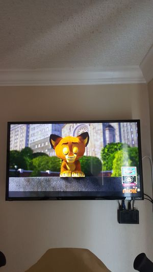"""Vizio 32"""" LED 1080p Smart HDTV including Bluetooth connector and wall mount for Sale in La Habra, CA"""