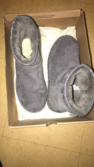 Worn once for like 15 minutes been sitting for two years , women's size 10 UGGS short style for Sale in Nashville, TN